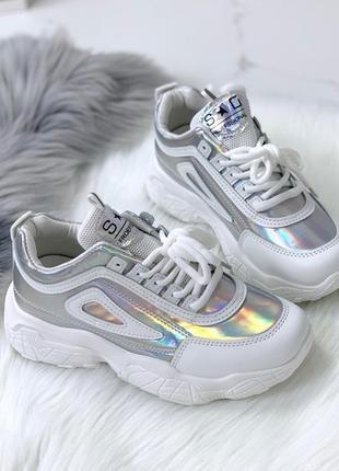 Белые кроссовки с голографическими вставками, белые кроссовки ...