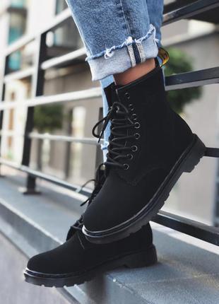 Ботинки на меху с логотипом замшевые dr.martens black