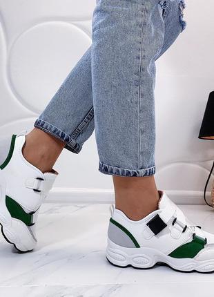 Белые кроссовки с зелёными вставками, стильные белые кроссовки...