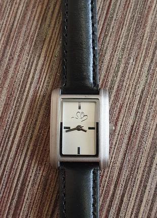 Стильные женские часы с кожаным ремешком