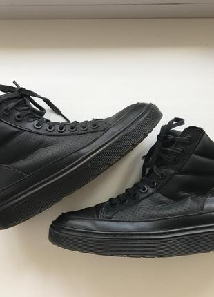Чёрные кроссовки / ботинки dr martens