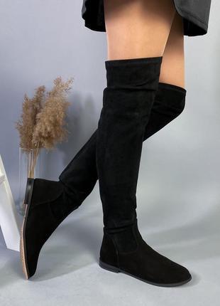 Чёрные замшевые сапоги ботфорты на низком каблуке,высокие деми...