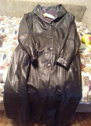 Кожаная женская куртка весенняя