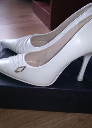 Туфли белые 35 размер