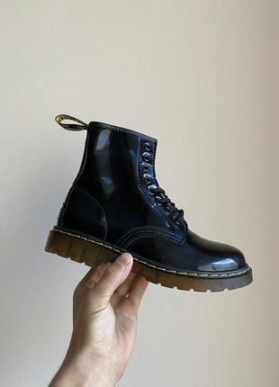 Черные ботинки без меха dr martens