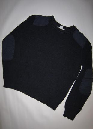 Темно-синий хлопковый свитер с нашивками на плечах и локтях