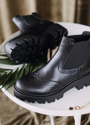 Кожаные ботинки челси на тракторной подошве