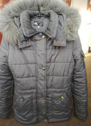 Женская зимняя теплая куртка на синтепоне, размер м.