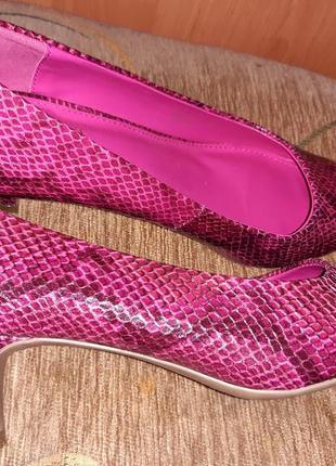 Стильні рожеві лодочки рептилія next р40 еко шкіра