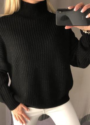 Чёрный свитер свободного кроя. amisu. размеры уточняйте.