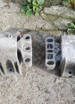 Подушка двигателя , КПП VW Golf 4, Bora, Skoda Octavia, Seat Leon