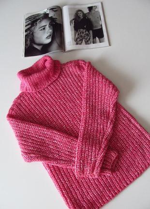 Яркий розовый шерстяной свитер