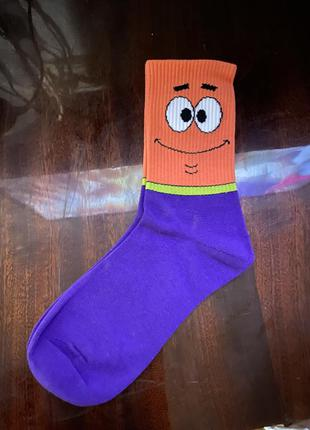 Яркие высокие носки мод кроссовки смайлик спанч боб