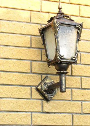 Уличный светильник с элементами ковки