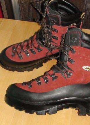 Lowa - німецькі шкіряні трекінгові альпіністські черевики. р- ...