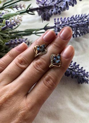 Золотые серьги с синим камнем, вес 3.2г