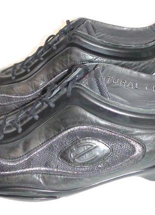 Ессо- шкіряні кросівки. р- 40.