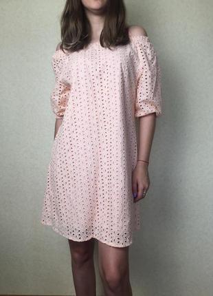 Нежное платье с рукавами фонариками