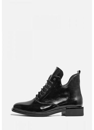Стильные демисезонные лаковые ботинки