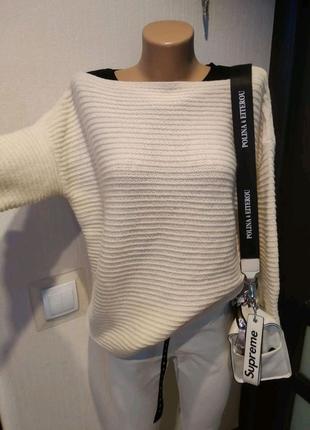 Стильный мягусенький белый джемпер свитер кофта свитшот