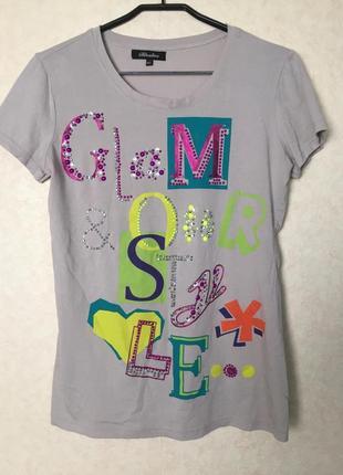Яркая славная футболка с оригинальным декором от bluoltre