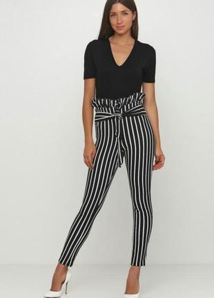 Полосатые, полоска белая, черная брюки штаны prettylittlething...