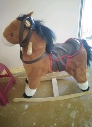 Детская качеля-лошадка