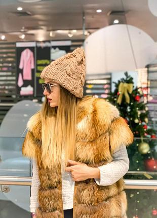 Вязаная женская шапка на осень