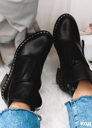 Демисезонные черные ботинки из натуральной кожи