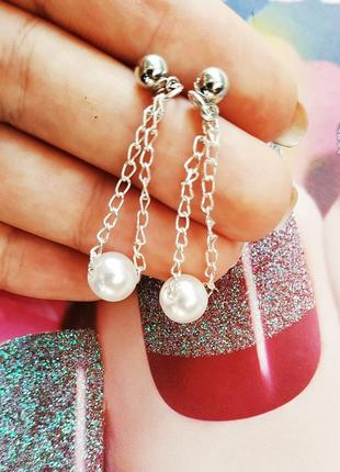 Маленькие серьги цепочки с жемчужинкой