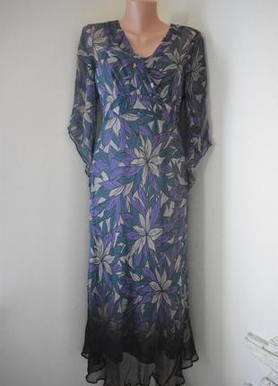 Красивое шелковое платье с принтом