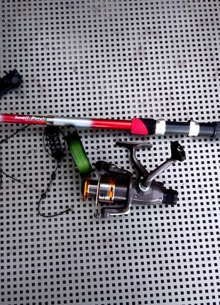 Спиннинг,катушка,шнур,кормушка. Комплект для рыбалки.