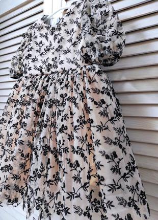 Нарядное платье с принтом