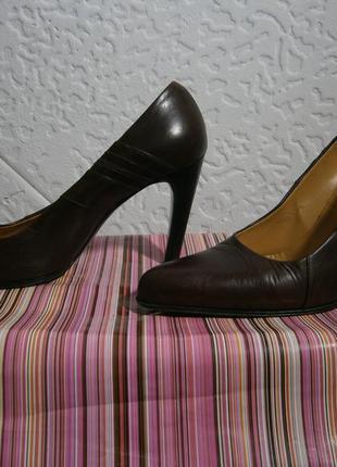 Туфли на каблуке  на ножку 25 25,5см кожа италия