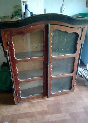 Шкаф-витрина старинный, вероятно, начала 20 века.