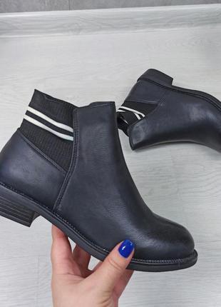 Стильные удобные женские ботинки челси