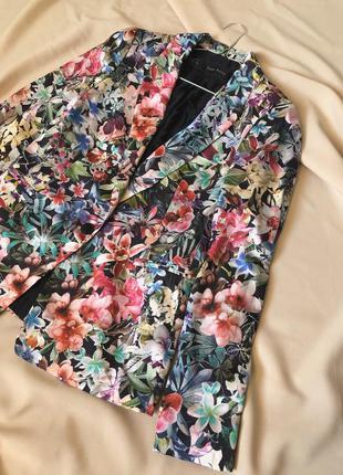 Пиджак в цветочный принт от zara
