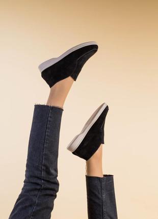 Женские замшевые туфли лоферы на бежевой подошве