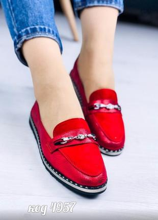 Стильные текстильные балетки красного цвета