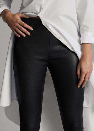 Фирменные кожаные брюки. италия