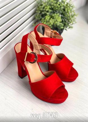 Шикарные красные босоножки на высоком каблуке