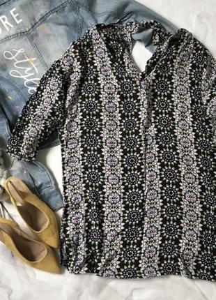 Подовжена блуза в принт з завязкою