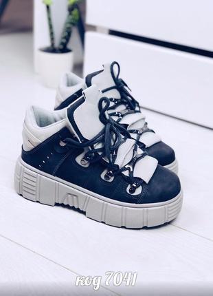 Очень крутые серые кроссовки деми на платформе