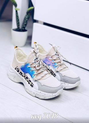 Стильные белые кроссовки с леопардовыми вставками