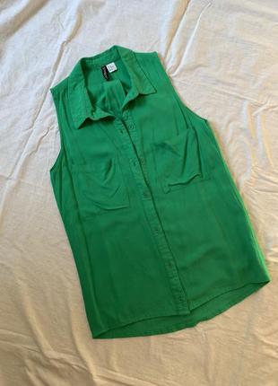Зелёная длинная рубашка без рукавов