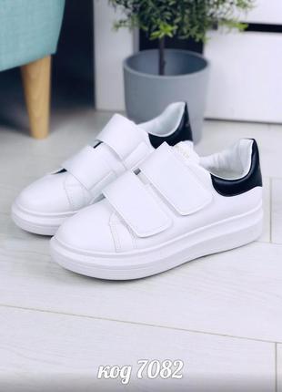 Стильные белые кеды на липучках
