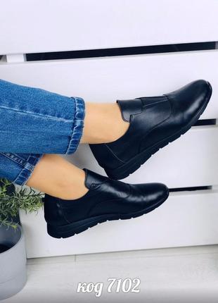 Стильные низкие черные туфли из натуральной кожи