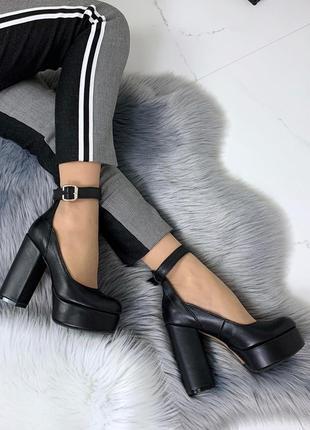 Шикарные черные туфли из натуральной кожи на высоком устойчиво...