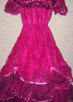 Нарядное эксклюзивное праздничное платье на девочку.