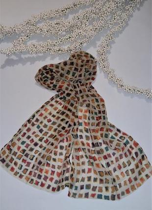 Красивый шелковый шарф